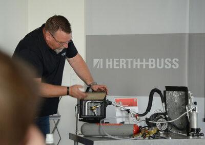 Schulung_intern_Herth+Buss_SelectH2_Lecksuche_13