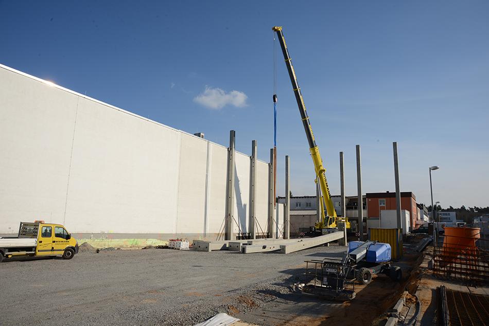 Tag für Tag entsteht hier ein weiteres Stück unserer neuen Halle.