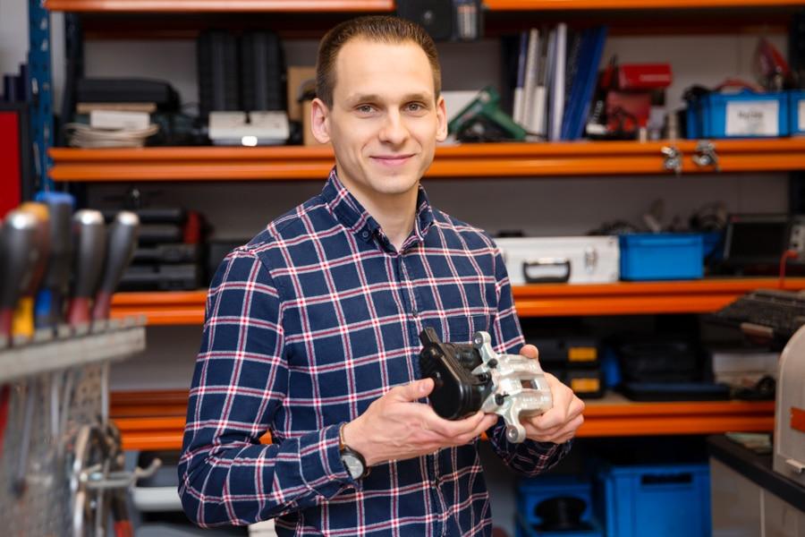 Bremssattel mit elektrischer Feststellbremse – Was es beim Wechsel zu beachten gibt