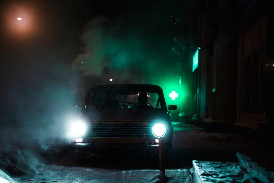 Glühlampen, Glühlampe, Leuchten, Leuchte, Heckleuchte, Scheinwerfer, Tagesleuchten, Fahrzeuglicht , Fahrzeug, Glühlampenwechsel , Batterie, Werkstatt , Ausleuchtung, LED, Regelungen, Außenbereich , Außenleuchten, H4, H7, Spannungsspitzen