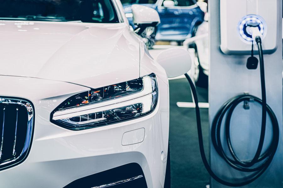 04-E-Auto-Strategien-Automobilhersteller